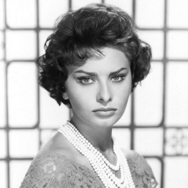 Sophia Loren con collar de perlas